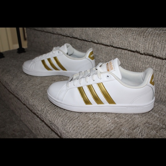 Used Adidas Neo gold shoes